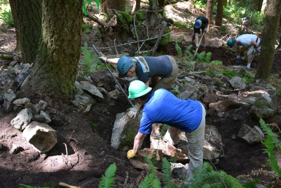 Volunteers at Gold Bar Boulders. Photo by Mike Morin, Access Fund.